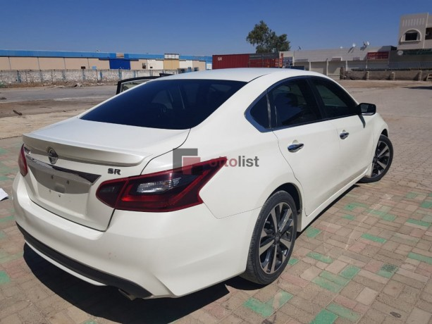 nissan-altima-white-with-low-miles-big-2
