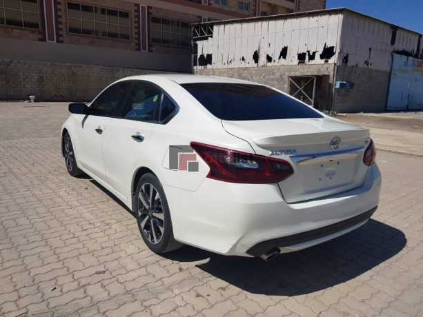 nissan-altima-white-with-low-miles-big-3